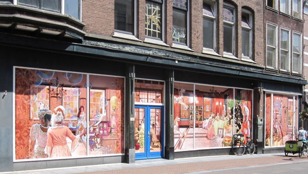 Assignment for Leiden: showing the interior of the city council of Leiden, showing partying ladies. Purpose: turning empty property into an eye-catcher, and maintaining a decent shop-area.
