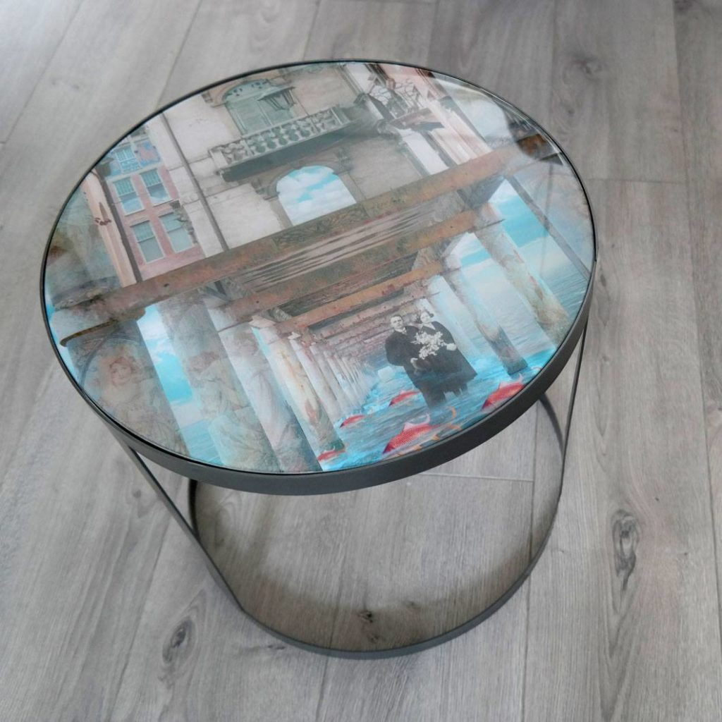 Table with a fragment of a former design, containing old family photos (grandparents). If you have any enquiries, please contact us.