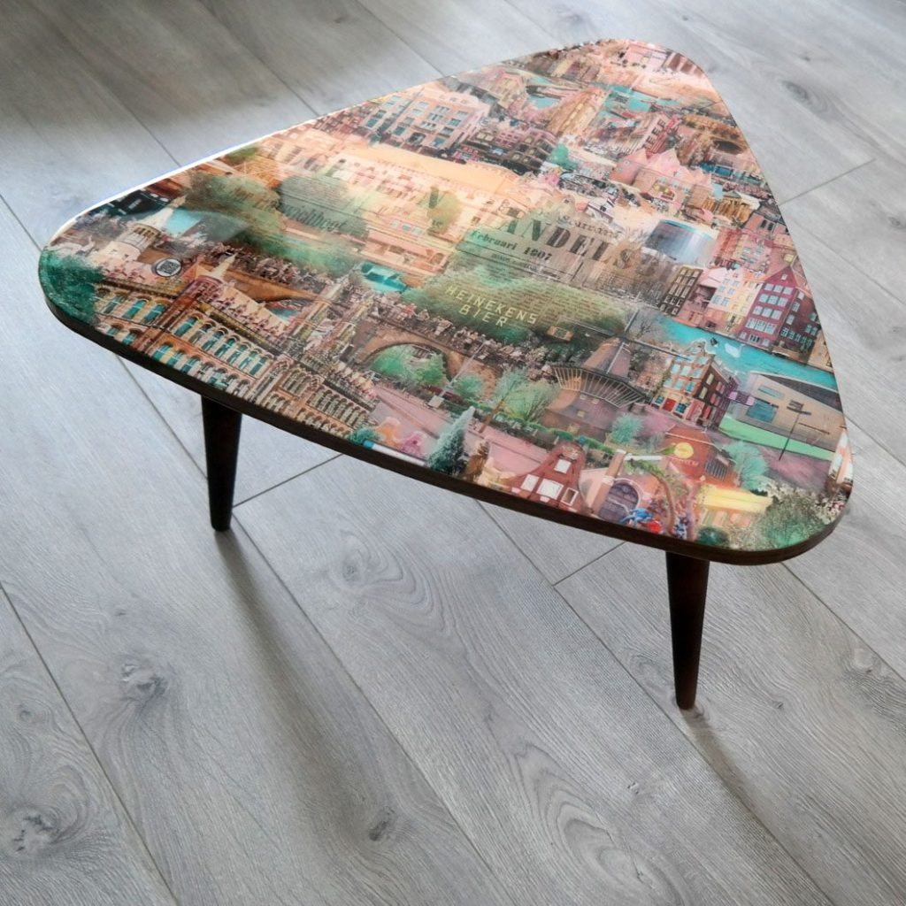 Table with a fragment of the 'Amsterdam' artwork.